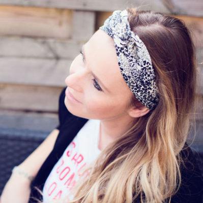 haarband-met-ijzerdraad-dragen