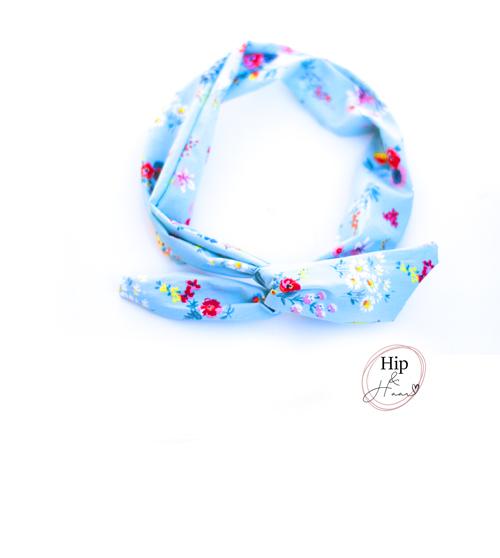 Bandeau-haarband-licht-blauw-met-lente-bloemetjes